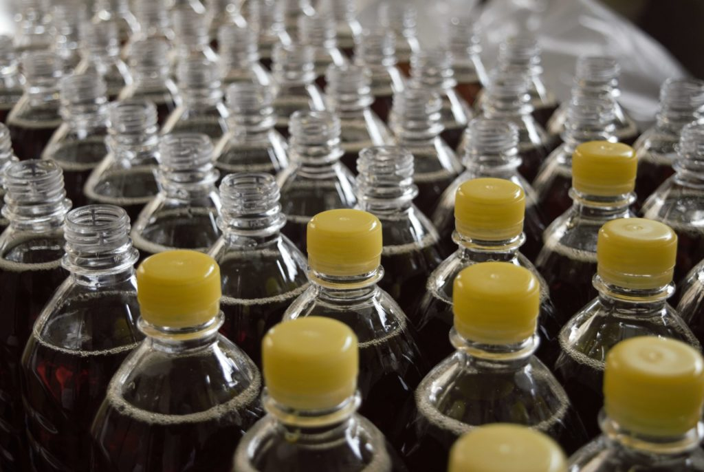Foto Abfüllanlage Softdrink-Flaschen